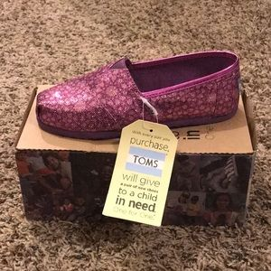 🌸TOMS GIRLS CLASSICS size 1.5 Pink Moroccan🌸